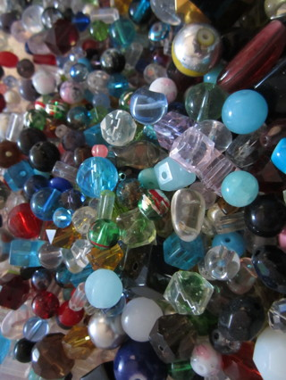 100 Nice Glass Beads~~ FREE Shipping