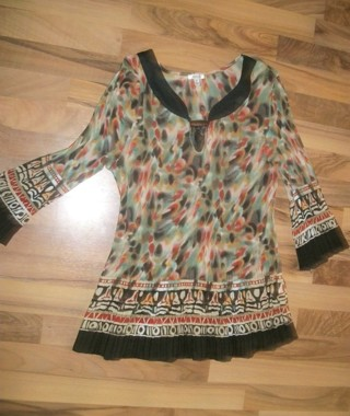 Beautiful Nicola brand womens XL crinkle formal tunic top. Lace & toggle accents. Nice quality!