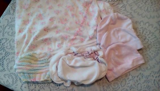 Girls Size (0-12) Months Hats & Blanket: GUC