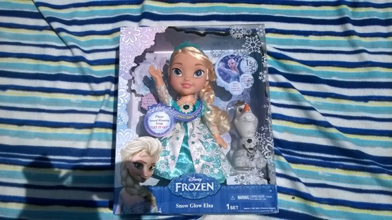 Brand New Disney Frozen Snow Glow Elsa Doll