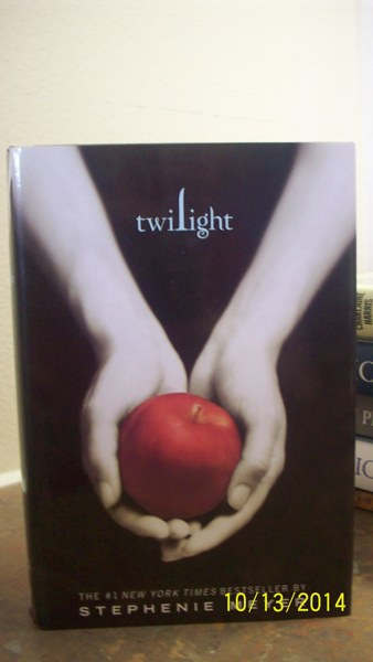 "essay on twilight by stephenie meyer Urban archives just another bella a personal essay on twilight, mormonism """"the twilight series"" by stephenie meyer follows an unlikely."