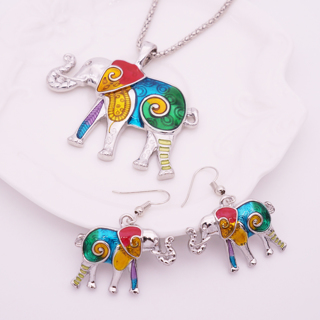 [GIN FOR FREE SHIPPING] Elephant Necklace Earring Set Unique Ethnic