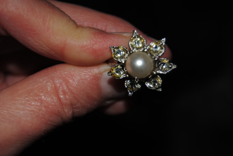 Lovely Blossom! Vintage Faux Pearl & Rhinestone Ring