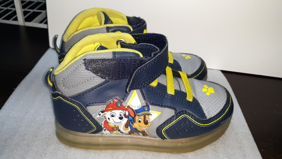 PAW PATROL KIDS LIGHT UP SNEAKERS/SHOES SIZE 12