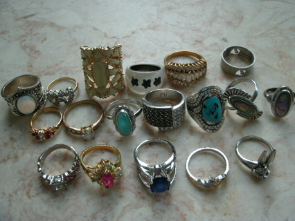 LOT of 30 RINGS - Variety