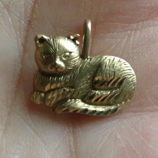 14k real gold sitting cat pendant
