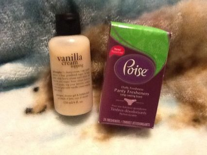PHILOSOPHY Vanilla Cream Topping 4 fl oz & Poise daily panty fresheners (1 box)