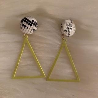 NWOT Earfleek Green Triangle Earrings