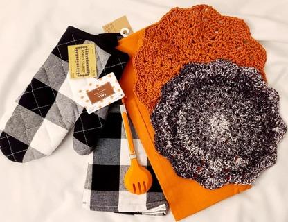 "Crochet 2 - 9"" wash/dish towels 2 FLOUR SAC Dish towel 1 pair of tongs 1 OVEN MIT"