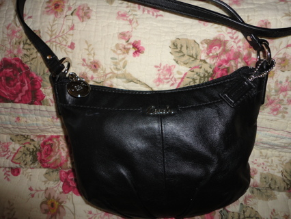 LIKE NEW AUTHENTIC LEATHER SWINGPACK CROSSBODY PURSE!!!