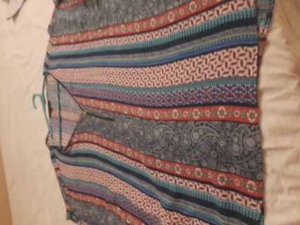 Very pretty blouse size 3x front zipper looks great with jeans