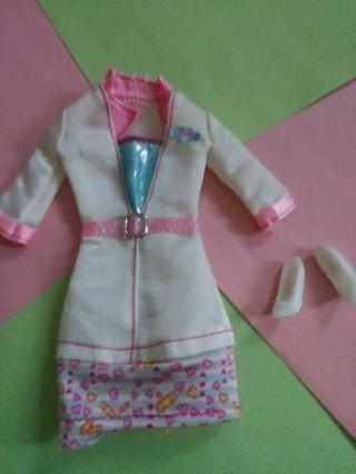 Barbie clothes (lot e)