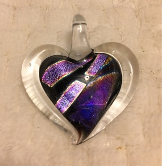 NWOT gorgeous dichroic glass heart necklace that comes in a gift box - mp211