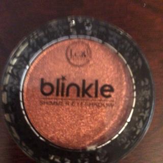Blinkle Shimmering eye shadow