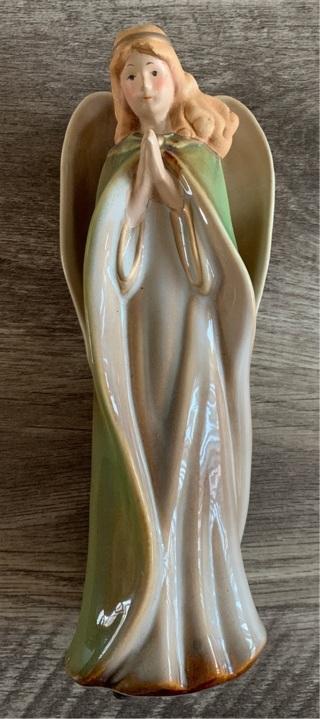 ⭐️ Porcelain Nativity Angel Figurine ⭐️