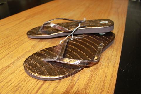 Bronze Metallic Alligator Print Flip Flop Sz 8