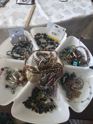 Big~Misc Vintage Jewelry lot- FREE SHIPPING IN USA