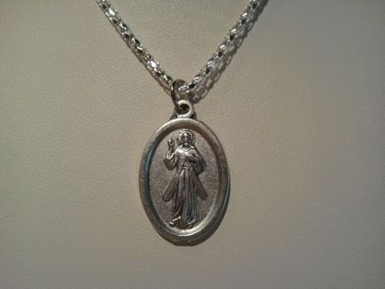 ~DIVINE MERCY MEDAL~COMES WITH FREE 23 INCH SILVERPLATE CHAIN~