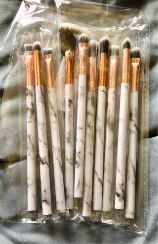 """BNIP 10 Piece Individually Wrapped Set of Black / White and Gold, 5.5"""" Makeup Brushes."""