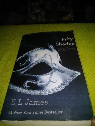 ❤♡❤FIFTY SHADES DARKER BY: E.L. JAMES❤♡❤IN GOOD USED CONDITION