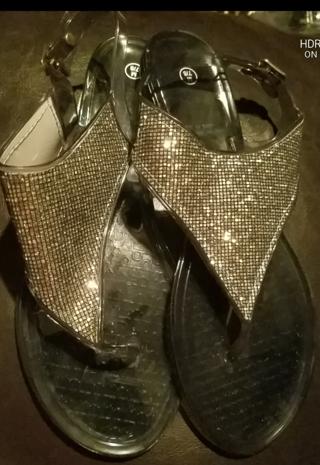 NWT! Ladies Cute Sandals Size 7/8