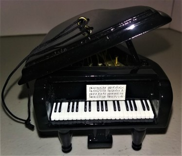 """Miniature plastic detailed doll house grand piano - 3 1/4"""" x 2 3/4"""" x 3"""" - Excellent condition"""