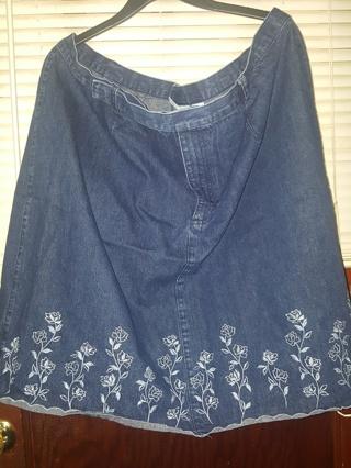 Liz Claiborne Women by Elizabeth Long Women's Skirt