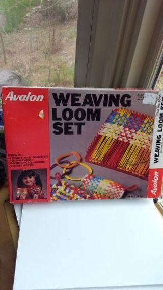 Weaving loom with hook and extra loops, great for kids