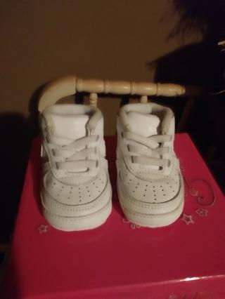 EUC Unisex White Nike. Infant AirForce 1  Size 2 C Crib Shoes.