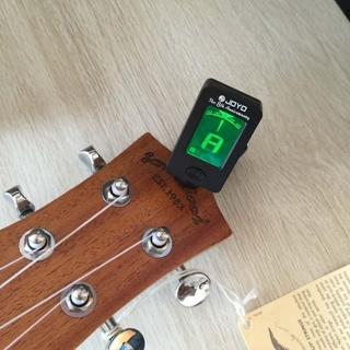 [GIN FOR FREE SHIPPING] LCD Digital Chromatic Clip On Guitar Tuner Bass Violin Ukulele