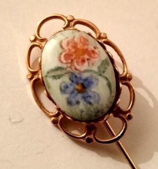 Floral cameo pin