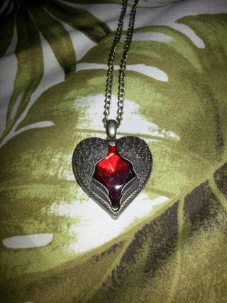 LOVELY HEART SHAPED RED RHINESTONE NECKLACE BRAND NEW