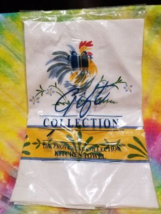 NIP AVON'S VINTAGE PROVENCAL COLLECTIOM KITCHEN TOWEL FEATURING ROOSTERS