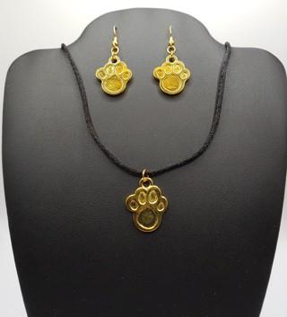 New NIP Cute Paw Print Earrings Necklace Set