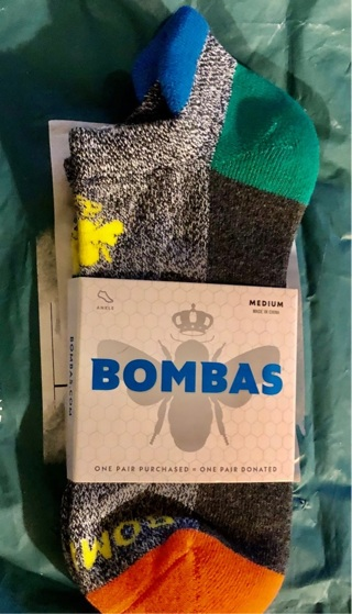 BNWT One Pair Multi Colored, Cotton BOMBAS Socks. Medium, Seamless, Stay Put. Very Comfy