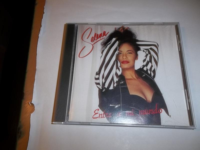 Free: SELENA ENTRE A MI MUNDO CD - CDs - Listia.com ...