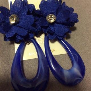 Royal Blue Dangling Fashion Earrings .