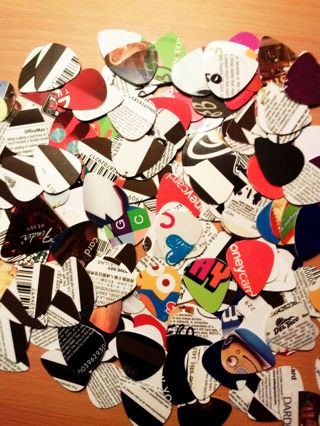 25 GUITAR PICKS MUSICAL INSTRUMENT TOOLS ACCESSORIES ~ RECYCLED FINGER PICKS