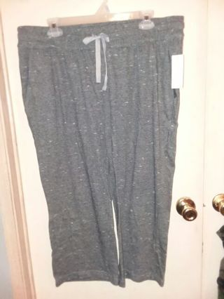 New with tags womens size XLBobbie Brooks capri pants with stretchy waist.