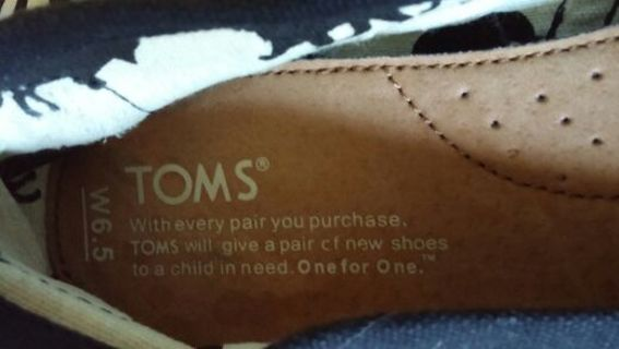 Women's size 6.5 Tom's!