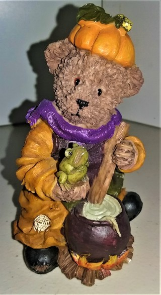 """Ceramic detailed Halloween bear - 4 1/2"""" tall - 4 oz. - Excellent condition"""
