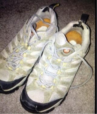 MERRELL Women's 9.5 VibramTrail Shoes & socks