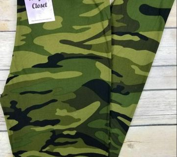 PLUS SIZE GREEN CAMO LEGGINGS BUTTERY SOFT SIZES 12-20 NWT FREE SHIPPING!