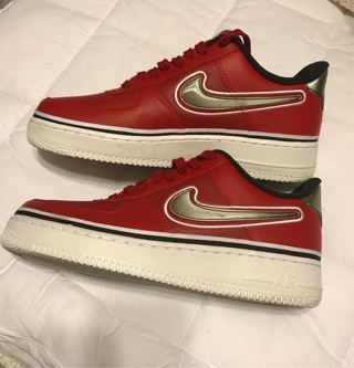 NIKE MENS sz 9 SHOES -PLEASE SEE PICTURES