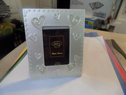 Polished aluminum La Vie Photo frame with 3D raised hearts
