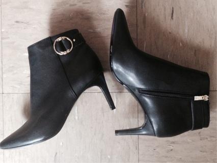 New Calvin Klein Ankle Boots, Sz 9