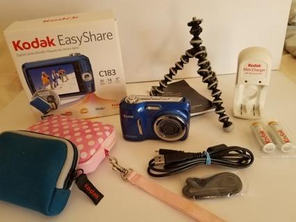 KODAK EasyShare C183 Digital Camera Bundle w/ extras