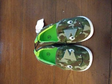 Brand New adorable shoes size 5