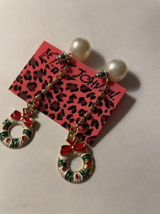 Betsey Johnson Xmas earrings~new