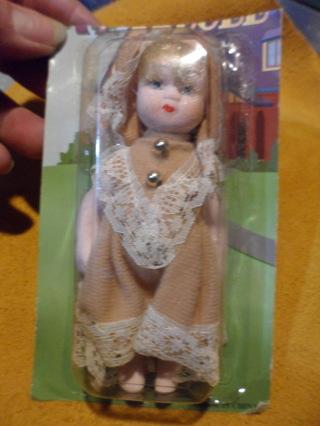vintage porcelain doll 5 inch